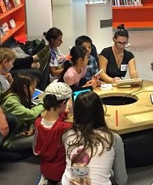 Groupe d'enfants lors d'un atelier Souris Grise